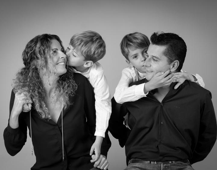 Fotos de familia: besos, risas y juegos