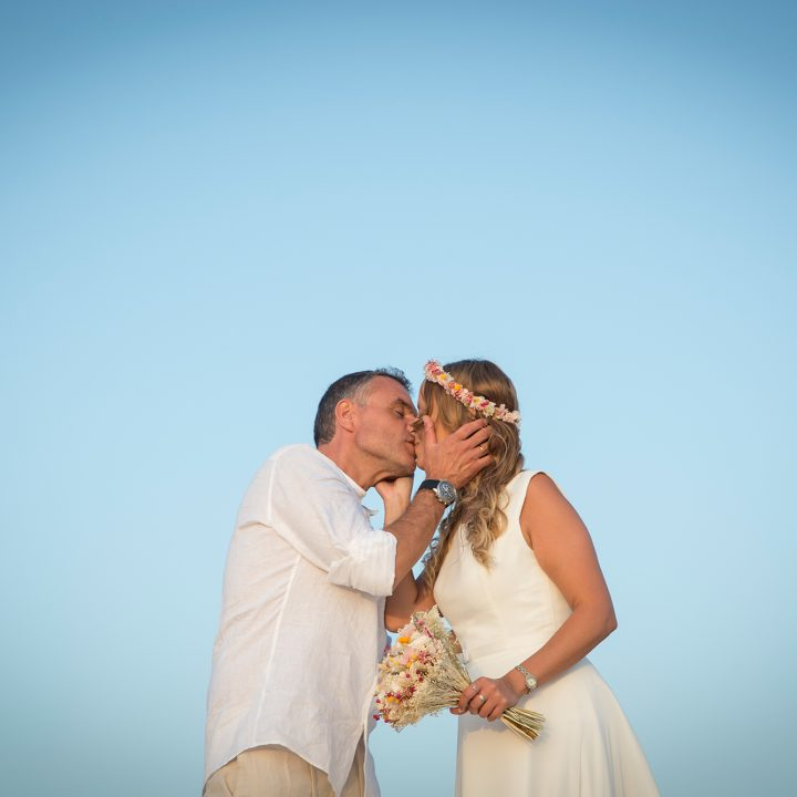 Javi y Nazaret. Preciosa boda en la playa de El Palmar.